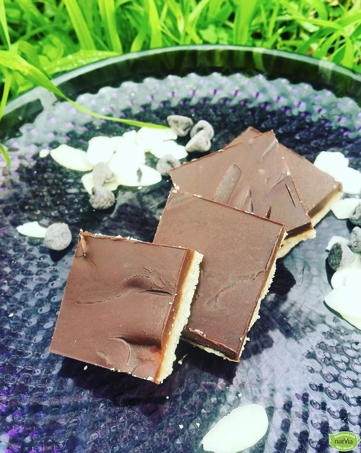 Choc Almond Slice Recipe by Nuria Malik at@foodie.inbalance  Indulge in this delicious Choc Almond Slice guilt-free AND refined sugar-free!  Ingredients: ½ cup oat flour ½ cup desiccated coconut…