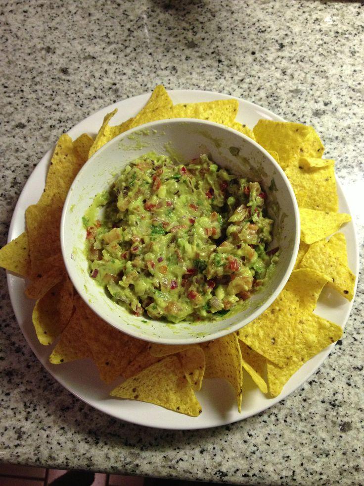 El guacamole es una botana tan efectiva y  fácil de hacer, verás que tus invitados la agradecerán , más en los  partidos de MÉXICO.