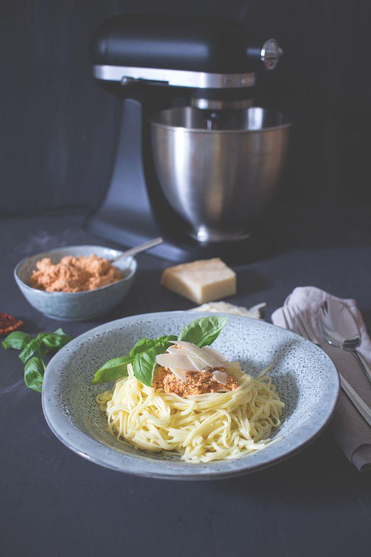 Werbung: Rezept für frische Spaghetti mit Ricotta-Tomaten-Pesto - KitchenAid meets Pasta #minimoments | moeyskitchen.com