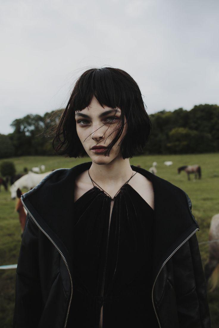 Fanny Latour-Lambert - Lady's Thistle かっくいい(・ω・)ノ 牧場行きたい( ´ ▽ ` )ノ こんな撮影したい(・Д・)ノ