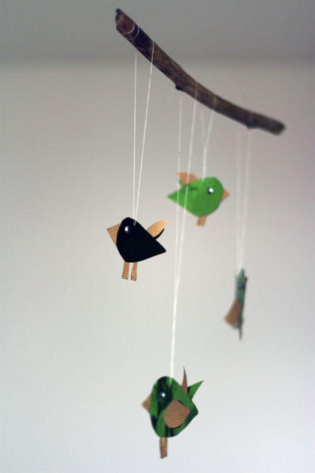 Mobile, Vögelchen  Größe/Maße/Gewicht HxB ca. 34cm x 33cm  Verwendete Materialien Papier  Herstellungsart Mit ♥LIEBE♥ von Hand hergestellt..