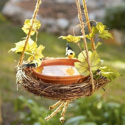DIY Birdbath w/ grapevine wreath .. CuTe