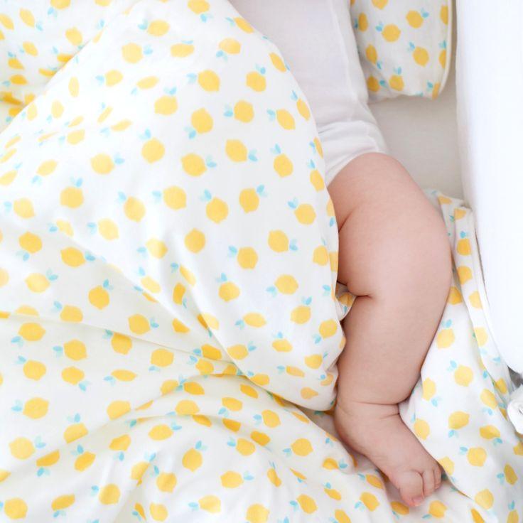 Toddler bedding set in our little lemon print in cotton jersey by www.bemini.be #bemini #soft #cute #lovely #hipster #pajamas #pyjama #lemon #pattern #green #yellow #babyshower #fresh #baby #boy #girl #unisex #magicbag #softy #jersey #oekotex #nursery #decoration #bedroom