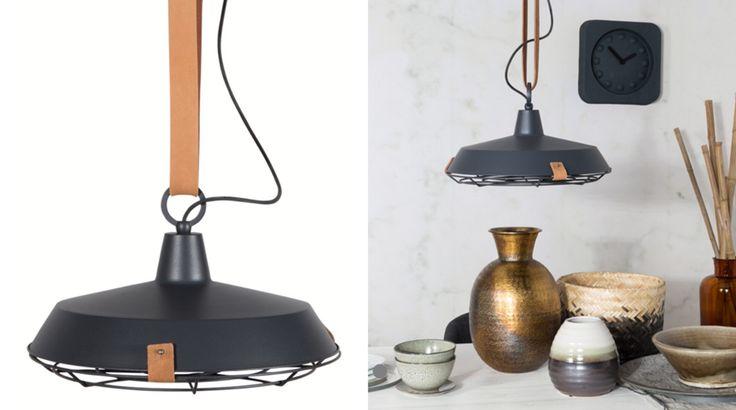Cateodata un produs este fabulos, asa incat nu are nevoie de nici o introducere! Este minunata combinatie intre piele, metal si abajurul spectaculos! Aceasta lampa are de toate: stil, functionalitate si frumusete.