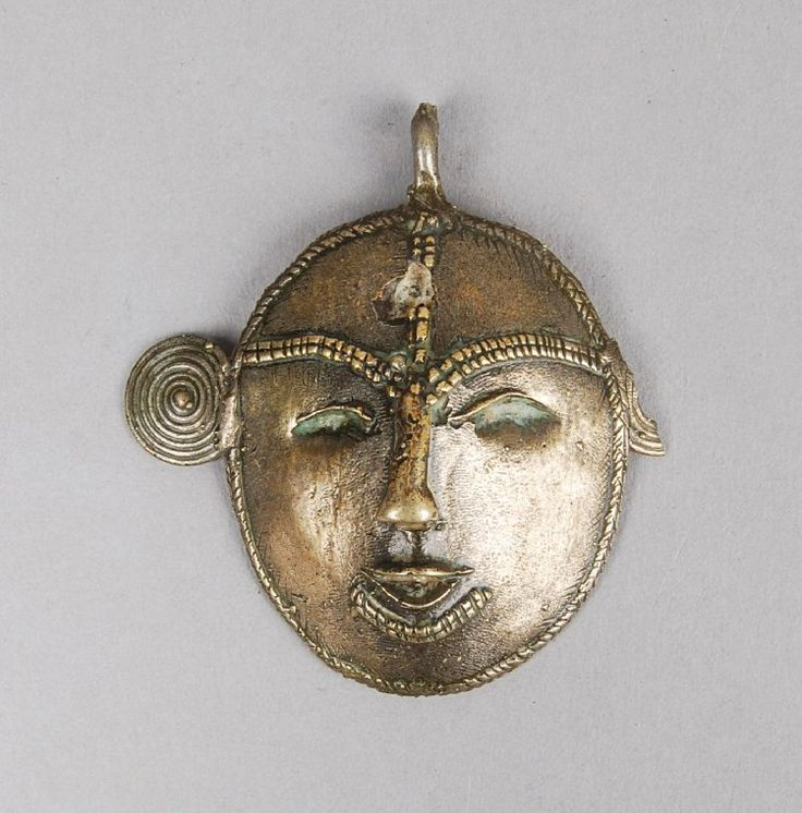 Kalyo-Kengyu Nagas l Girl's brass pendant in the form of a human face; concavo-convex section; one ear broken. Height: 9.4 centimetres. Acquired in 1951.