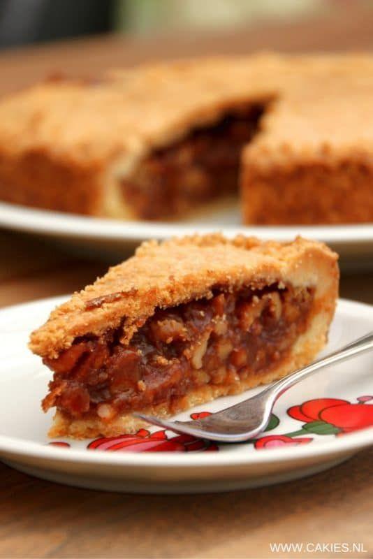 Engadiner Nusstorte – Zwitserse Notentaart | Een recept voor Engadiner Nusstorte, een Zwitserse notentaart. Zanddeeg gevuld met walnoten in een dikke karamel saus. Een echte traktatie. | http://www.cakies.nl