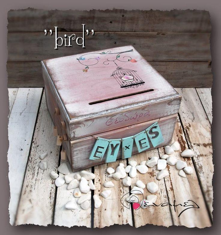 Ξύλινο χειροποίητο κουτί ευχώνBirds και το όνομα του παιδιού σας στο καπάκι. Κουτί ευχών ζωγραφισμένο εξ ολοκλήρου στο χέρι.    Συνοδεύετε από 50 χαρτονάκια ευχών για να γράψουν οι καλεσμένοι τις ευχές τους. - Για έξτρα χαρτάκια ευχών, επιλέξτε από τις διαθέσιμες επιλογές δεξιά από τ