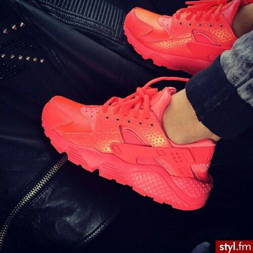 Red Nike Hurarche
