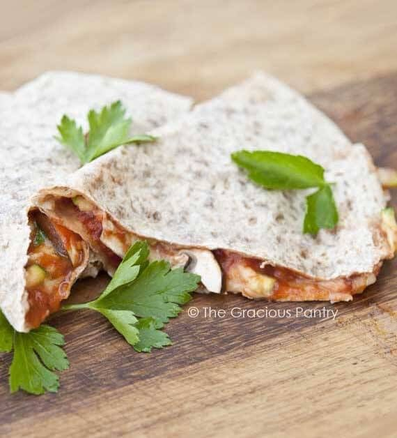 Clean Eating Pizzadillas ~ http://www.thegraciouspantry.com