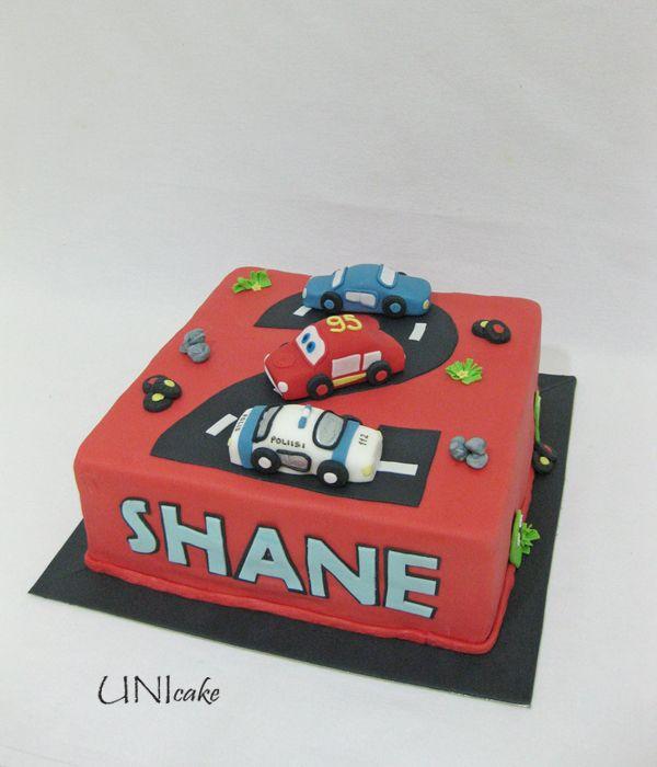 C136. Autot-kakku pikkuisen taaperon juhlapäivään.  Cars cake for a toddler's party.