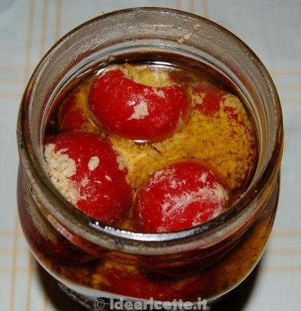 Peperoncini al tonno nel vaso di vetro