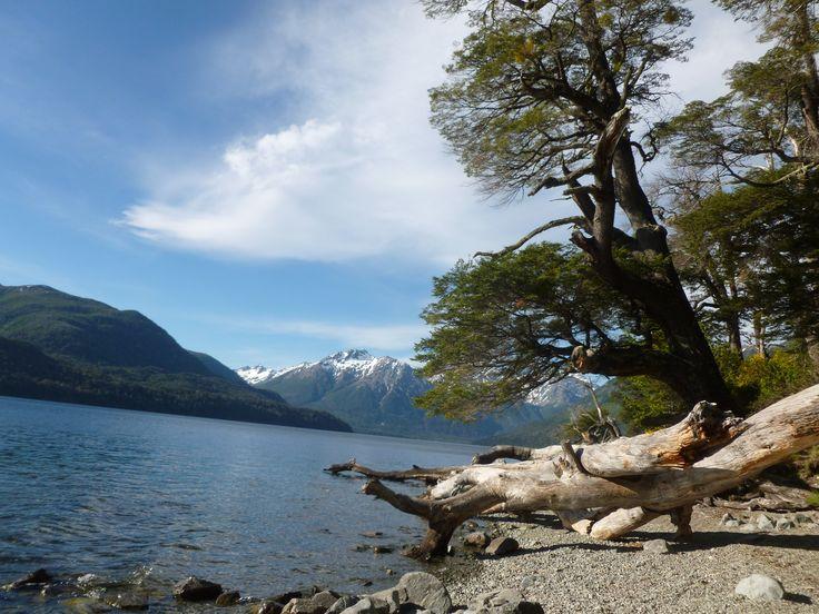 El Lago Mascardi es un lago Patagónico que se encuentra dentro del Parque Nacional Nahuel Huapi, próximo a la Ciudad de San Carlos de Bariloche, Provincia de Río Negro, Argentina.