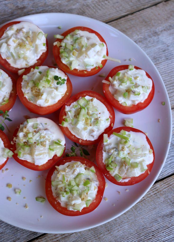 Fylt tomat - perfekt til grillmaten!