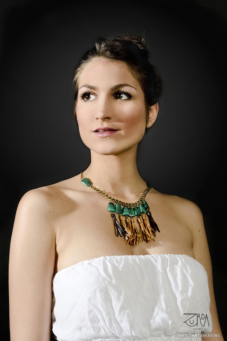 Gargantilla Zaib, diseñada por Zurda. Modelo: Sara Belmonte. #Zurda #collar #necklace #bisutería #bijou #diseño #design #African #SS14