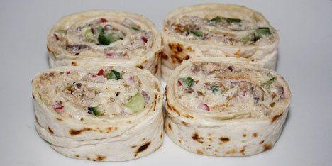 Wraps fyldt med bl.a. røget makrel, rødløg og radiser. Perfekt til forretten.