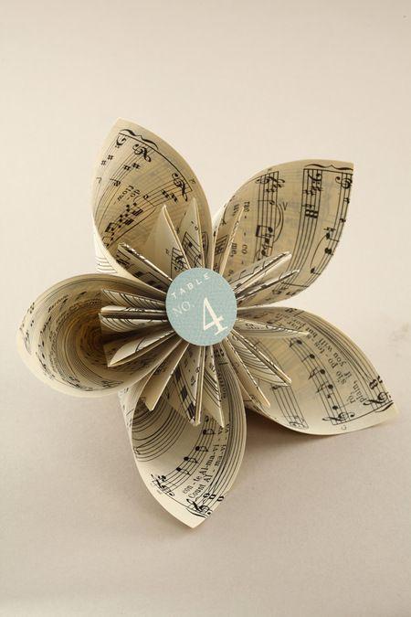 Paper + Book + Art | 紙 + 著作 + アート | книга + бумага + статья | Papier + Livre + Créations Artistiques | Carta + Libro + Arte | Book Page Kusudama Flower
