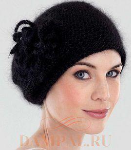 черная шапка с цветком