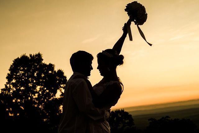 Dal velo al lancio del #bouquet, dai confetti alla luna di miele: ecco le #tradizioni del #matrimonio italiano.