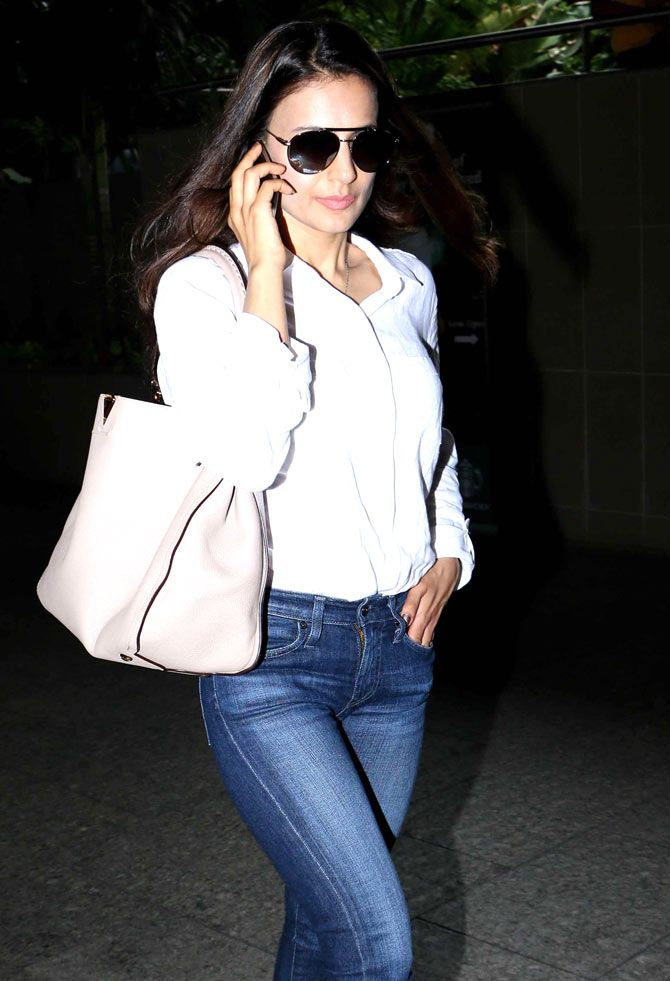 Ameesha Patel spotted at the Mumbai airport. #Bollywood #Fashion #Style #Beauty #Hot #Sexy