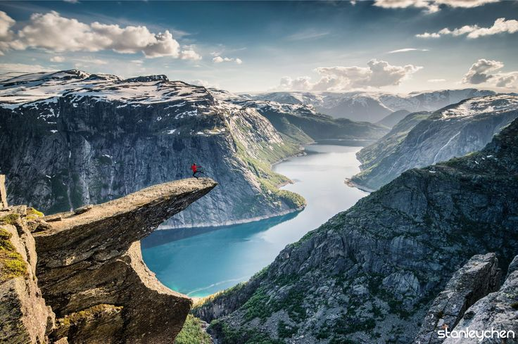 Kung Fu Trolltunga - Thanks to the accompany by Czech siblings, I can finish the 11 hours hiking in the Hardangerfjord in June when there's still a lot of snow. And thanks to the nice weather, we can try every pose we can in the amazing Trolltunga, the devils's tongue.