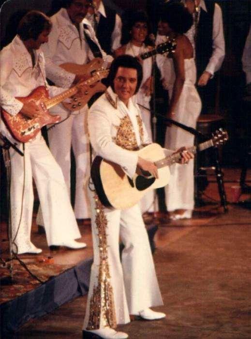 Elvis in concert in june 1977 , for the CBS t-v special ( Elvis in concert )