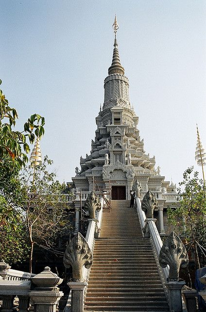 Phnom Udong, Cambodia...Food, Drink, Culture, Nightlife and Style Reviews - www.citynomads.com