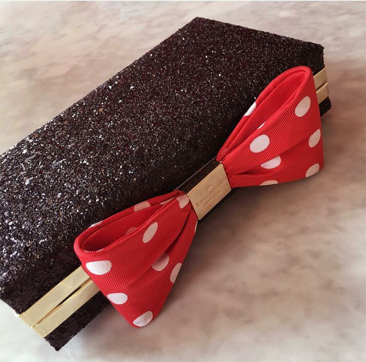 Kate Spade is the latest designer to jump on the Minnie Style bandwagon! You will want to mark your calendar for the release of this limited edition collection!!