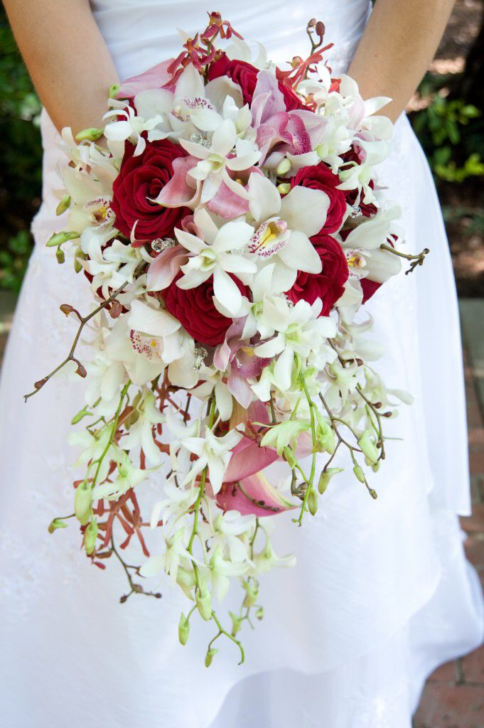 Image from http://www.nigerianweddingsguide.com/image-files/bridal-bouquet-pictures-07.jpg.