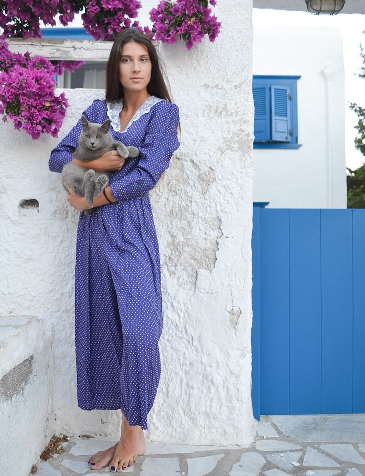 Catsuit, Polka dots & Lace collar in Cyclades!