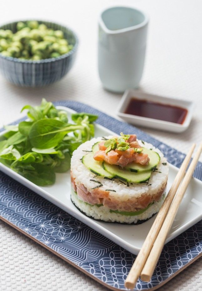 Calling all seafood lovers! Whip up a sushi cake with this recipe.