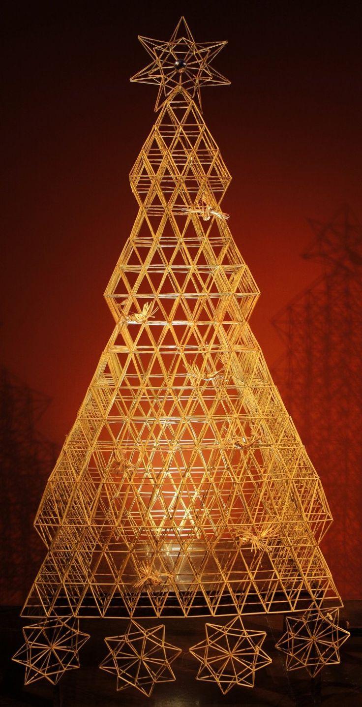 Kalėdinė šiaudų eglutė Vilniaus etninės kultūros centre