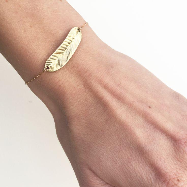 312€ Ce bracelet enor jaune375/1000est subtil et original. Trois anneaux de fermeture permettent à ce bracelet de s'adapter à tous les poignets.  Délai d'expédition: 48h  20% de réduction // Prix de base: 390€