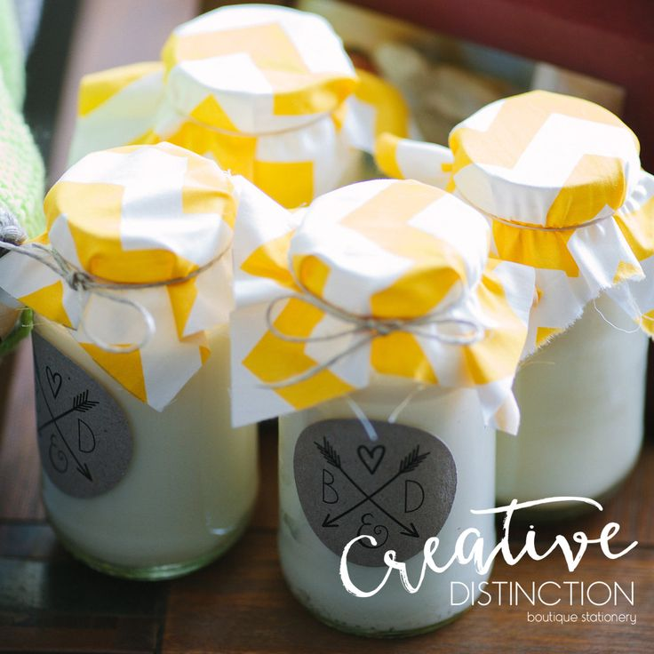 These gorgeous candles are such a cute idea for wedding favours. We had so much fun decorating them!  Credits to @michaelbriggsphotography For all enquires please click on link in bio or contact us at info@creativedistinction.com.au