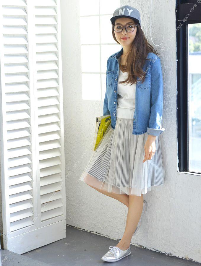 キャップとデニムシャツにふんわりスカートの合わせ技 オトナカジュアル系タイプのファッション スタイルのコーデ♡