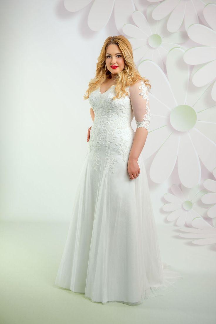Nádherné svadobné šaty s čipkovaný vrškom a 3/4 rukávom