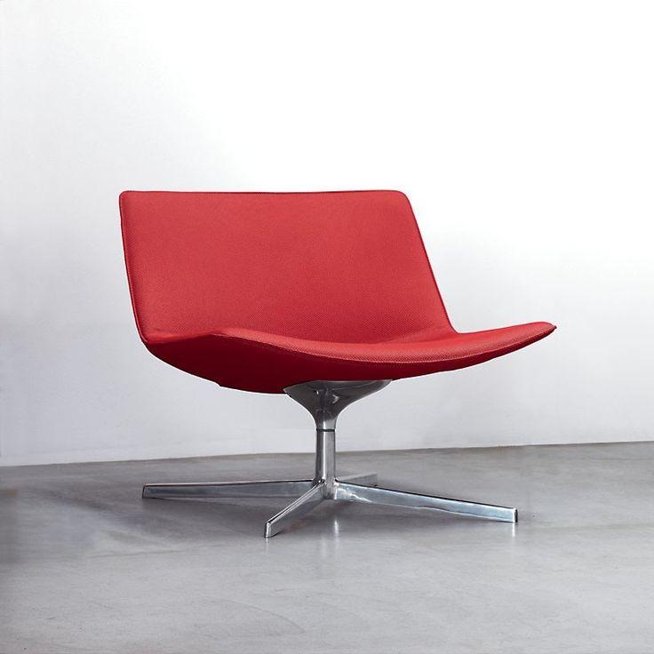 Arpers ikoniske loungestol Catifa 60, inntil 4 stk, i rød selges. Kr 2000 pr stol (nypris pr stol ca.13000 nkr). Kjøper du alle fire får du med et tilhørende loungebord til kr 1000 (nypris 10 000). Alle stolene har sving. Arper produserer kvalitets designmøbler for hjemmet og kontorer. Mer informasjon om møblene finner du her: http://www.arper.com/us/en/products/collections/catifa-60-lounge-4-ways
