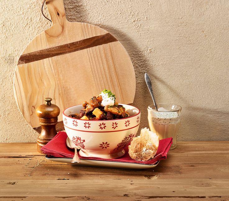 Ein wärmendes Gulasch, das ganz ohne Fleisch auskommt. Shiitake-Pilze und Bohnen bilden die Grundlage dazu.