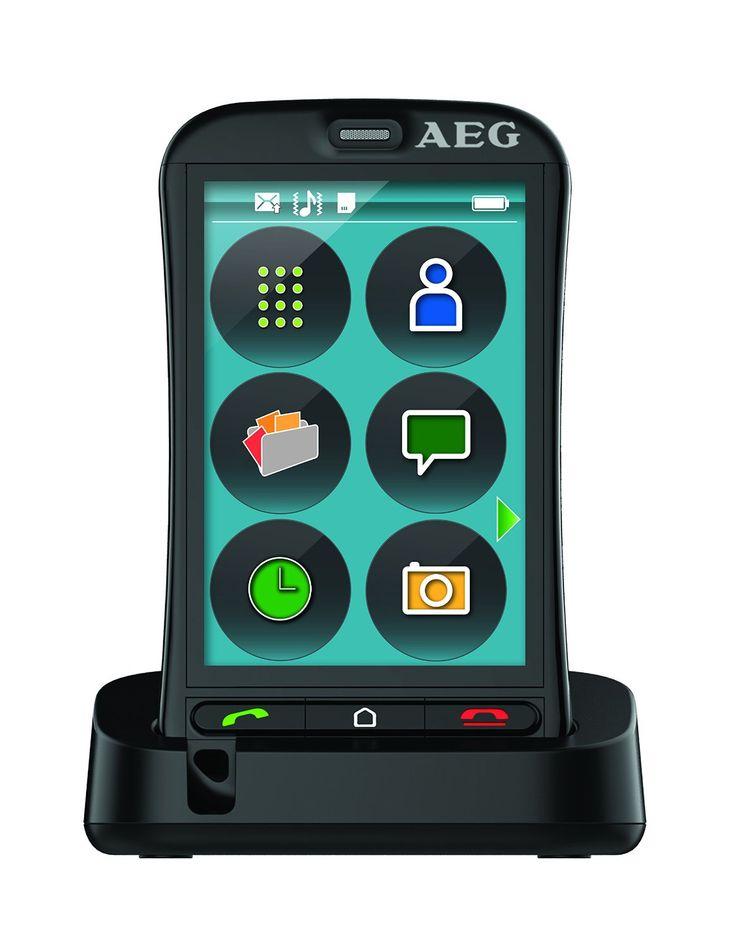 """AEG M800 Telefono touch screen con icone grandi. Lo schermo da 3,5"""" ha inserito il tasto SOS. E' progettato per essere usato con  apparecchi acustici M3/T3 per un ascolto facilitato. Il VOXEL M800 possiede una fotocamera da 2 MP con un tasto che facilita  l'accesso alla stessa. Inclusa nella confezione una basetta per ricaricare con facilità il telefono."""