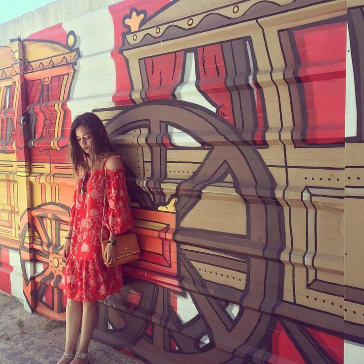 """98 Me gusta, 13 comentarios - Beauty Brunch (@beautybrunchblog) en Instagram: """"Travel for the unknown. ✈️ Estoy enamorada de Lisboa, es una ciudad súper bonita y diferente. 🇵🇹…"""""""