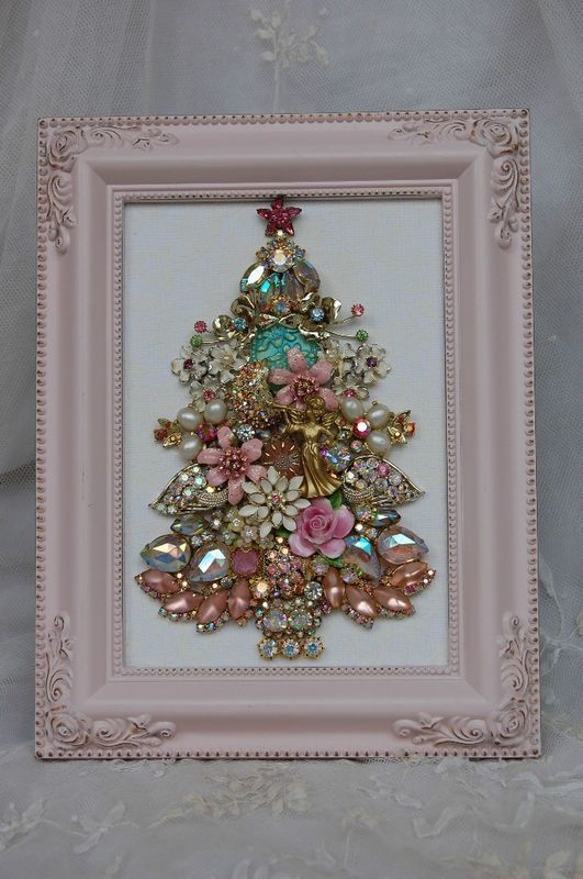 Christmas Tree made from Costume Jewelry pink jewelry tree diy christmas christmas crafts christmas decorations