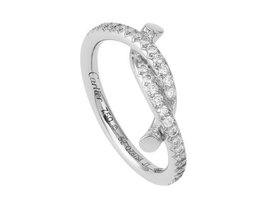 Cartier Bague entrelacés http://www.vogue.fr/joaillerie/shopping/diaporama/bagues-fiancailles-diamant-dior-joaillerie-cartier-chanel-chaumet-tiffany/12650/image/743732#!cartier-bague-entrelaces