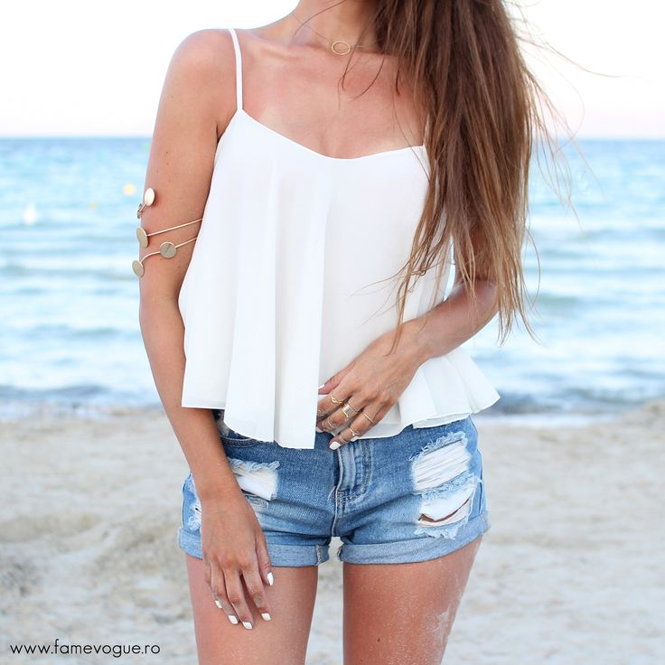 The perfect #beach outfit with a Loose Breezy #top available at www.famevogue.ro..:)  #fashion #trends #haine #shopping #moda