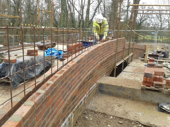 Construction of Gennets Bridge Lock. Laying an inner course the bridge parapet wall. Steel reinforcing netting is sandwiched between the two brick walls and the cavity filled with concrete.