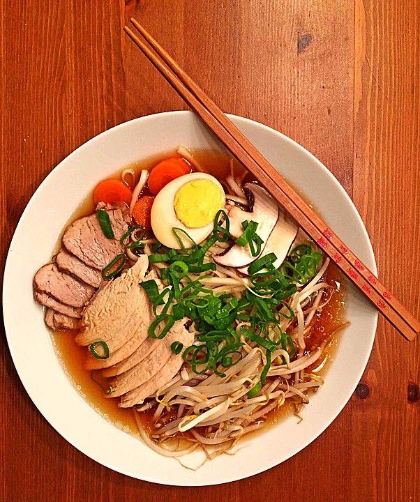 Japanische Nudelsuppe mit Hühnerbrühe und Lende (Ramen), ein leckeres Rezept aus der Kategorie Einlagen. Bewertungen: 110. Durchschnitt: Ø 4,6.