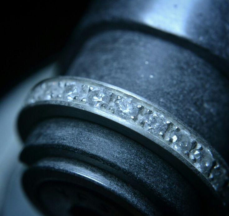Engaste riel con granos circones Swarovski 2mm.  talla brillante White.