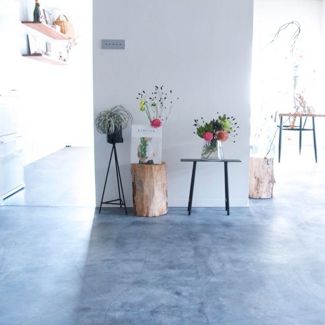 hamakajiさんの、桜の丸太,NO GREEN NO LIFE,花のある暮らし,モルタルの床,部屋全体,のお部屋写真