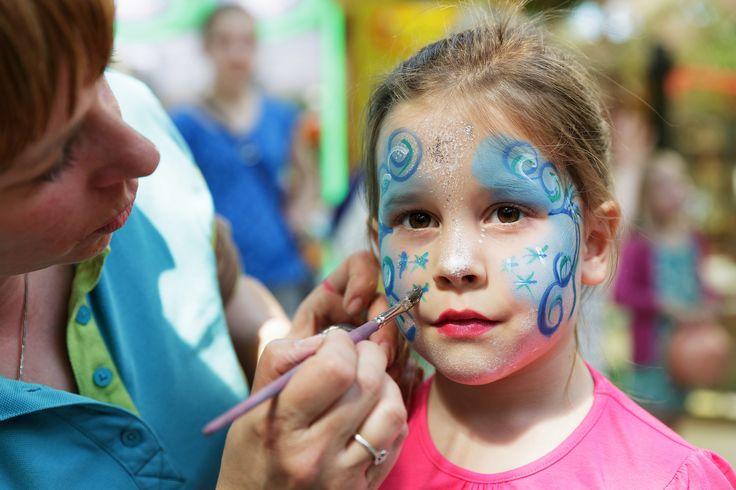 Wil jij een coole glittertattoo op je arm of een mooi geschminkt gezichtje? Dit is een van de kinderactiviteiten die plaats vindt in de Market Dome