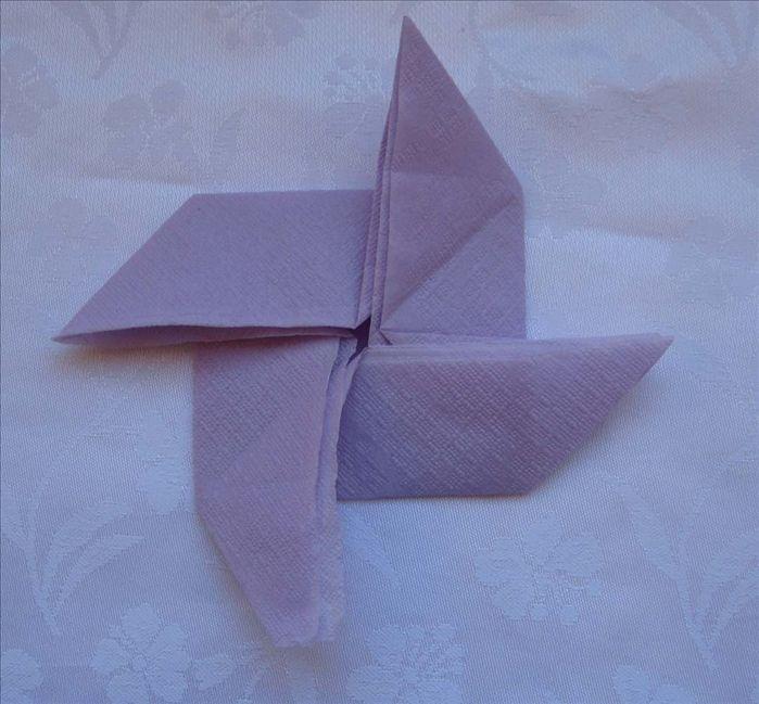 How to fold the pinwheel napkin fold