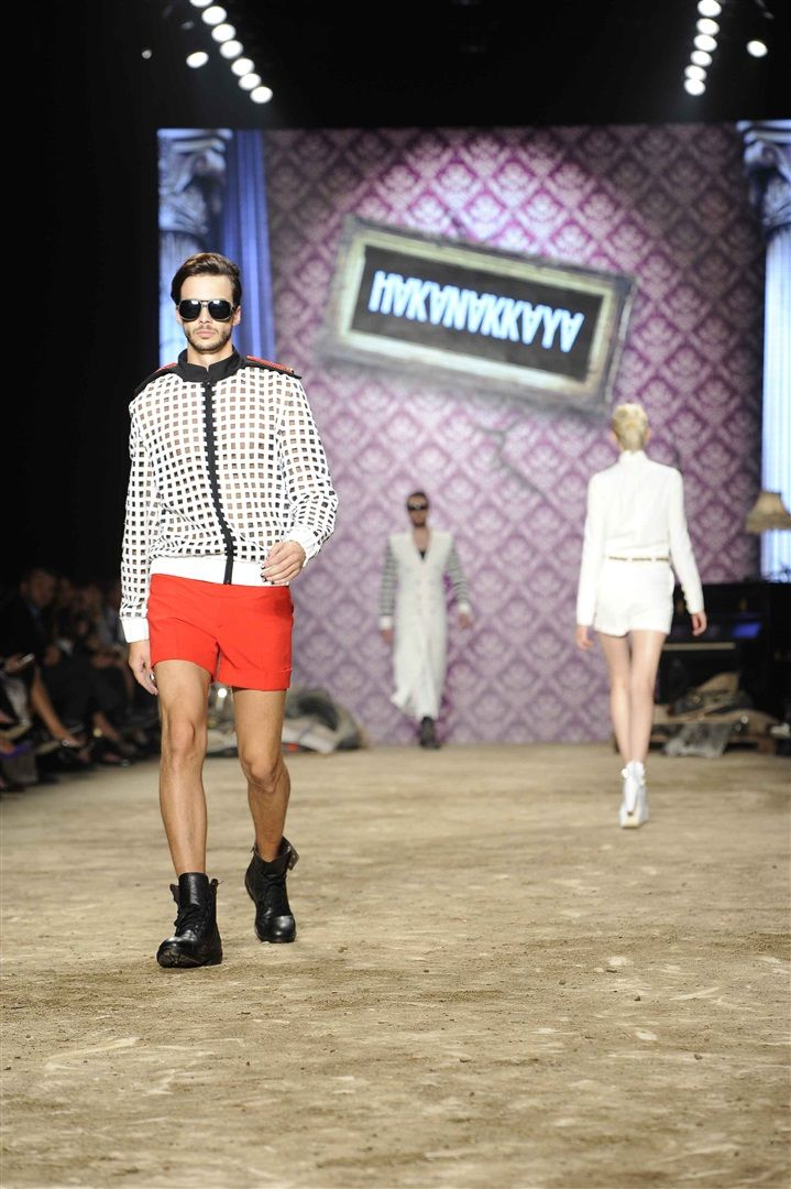 http://www.modahayat.com/hakanakkayailkbaharyaz/ #hakanakkaya #çağlaşikel #özgeulusoy #alonakıral #moda #fashion #summer #spring