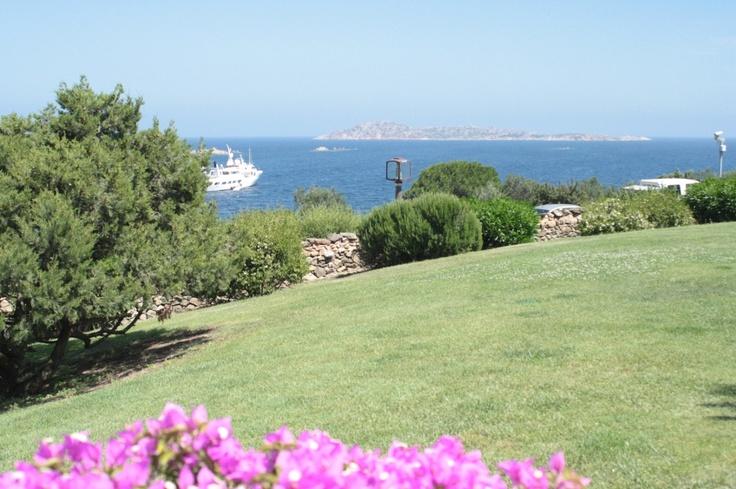Villa with swimming pool. Distance Sea 200 m Guests 8 Bedrooms 4 Bathrooms 4 Garden.